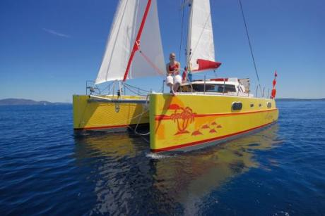 Catamarán de ADN Designs