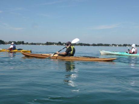 El kayak se lo ha construido él .